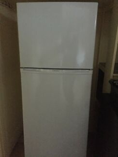 Westinghouse 280L fridge/freezer