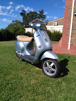 Vespa et2 Piaggio 2005 restored car licence Happy Valley Morphett Vale Area Preview