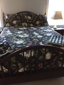 Beautiful reversible duvet set for sale