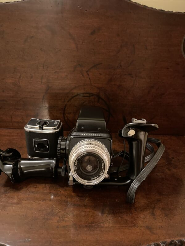 hasselblad 500 cm Camera With Zeis 80mm Planar Lens + Ex Back + 2 Handles