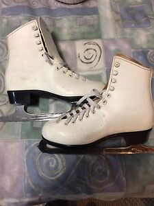 Bauer Ladies Figure Skates Size 6 with ICM Astra Blades 91/3