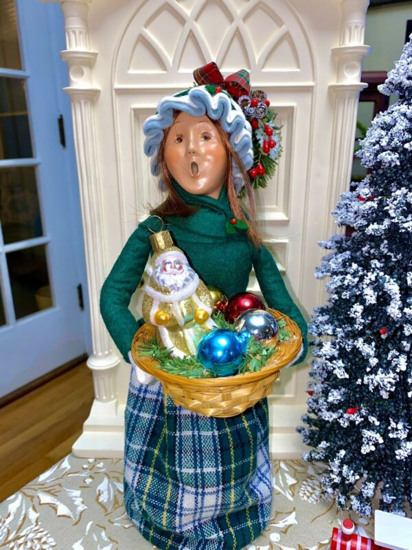 Byers' Choice Caroler Woman With A Basket Of Glass Ornaments 🎄
