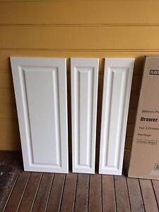 Kaboodle 3 drawer kitchen cupboard doors (2 boxes) Classic beige Mittagong Bowral Area Preview