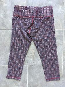 "Lululemon ""Wunder Under"" crop yoga pants (size 6)"