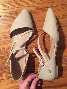 Size 8.5 nude It's Spring flat