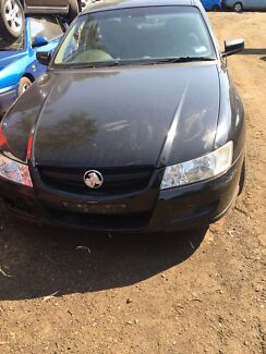 Holden commodore vy 2004 for wrecking