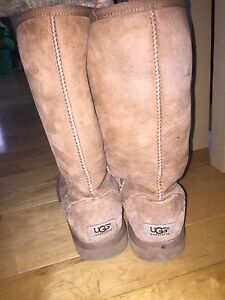 Almost BRAND NEW UGG's