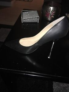 $30 variety of ladies GUESS footwear  Cambridge Kitchener Area image 1