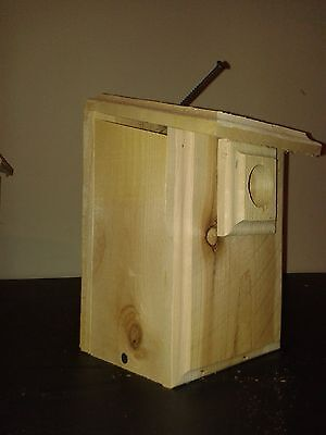 1 CEDAR Chickadee Bird House Easy to Open and Clean