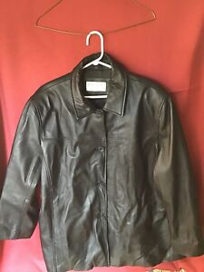 Women's leather coat. Size 1X sold ppu
