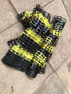 Plastic mesh safety fence - black and yellow - good condition