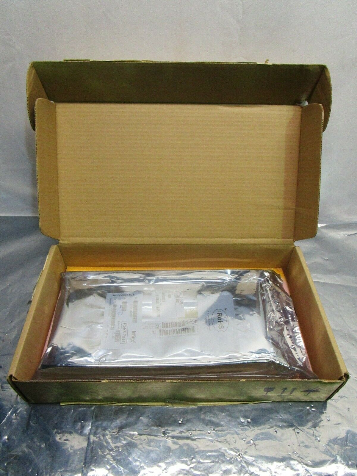1 Lot of 12 Amphenol TCS 3795182200 PLUG,INFINX,6PR 18POS 3MM, 100MΩ, 102714