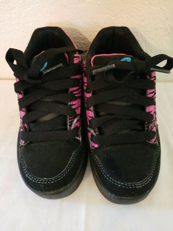 Unisex Heelys Skate Shoes Black Suede W/Pink And Blue Insignia On Side, Size 1Y