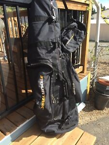 Travel bag for golf clubs