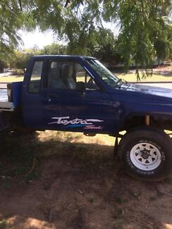 1986 Toyota Hilux Blackwater Central Highlands Preview