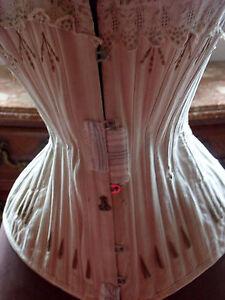 vêtement ancien pour ce corset à restaurer (n°560) - France - Type: Corset Couleur: blanc cassé Matire: Coton Genre: Femme - France