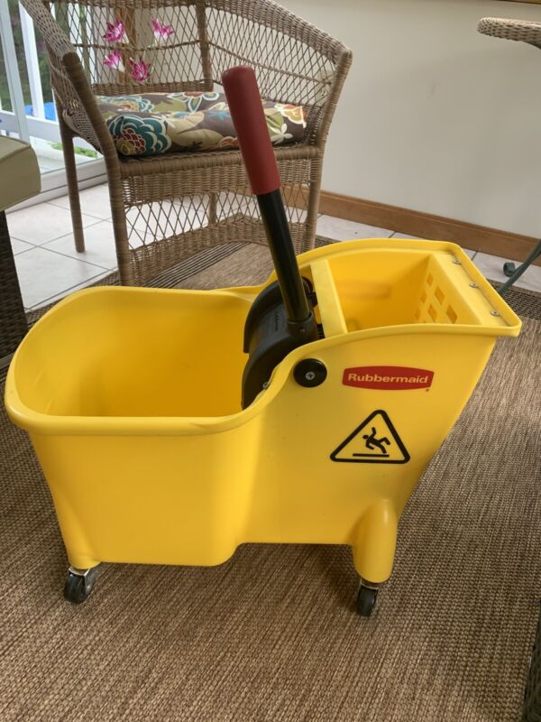 Used Clean RUBBERMAID CPFG728100 YEL Mop Bucket and Wringer 6 gal.,Yellow