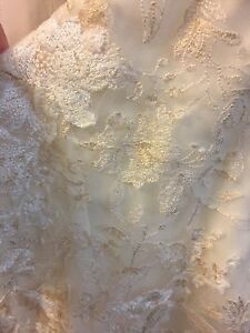 Beautiful Brand New Wedding Dress!!