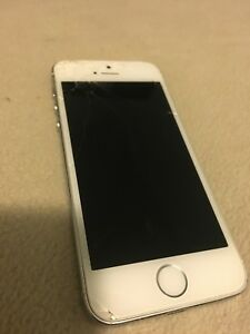 iPhone 5s; broken screen + cases.