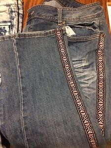 2 pairs of jeans! Amazing quality only worn one time each!