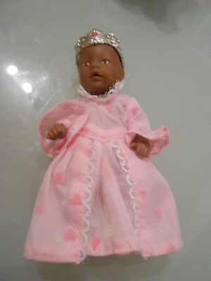 Baby Born  Mini Puppe von 11 cm dunkel mit Prinzessinnenkleid und Krone ()