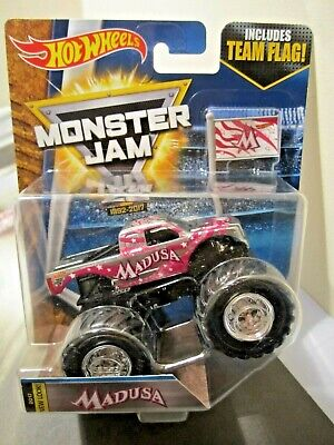 Hot Wheels Monster Jam Truck 1:64 scale 2017 New Look Madusa includes Team Flag
