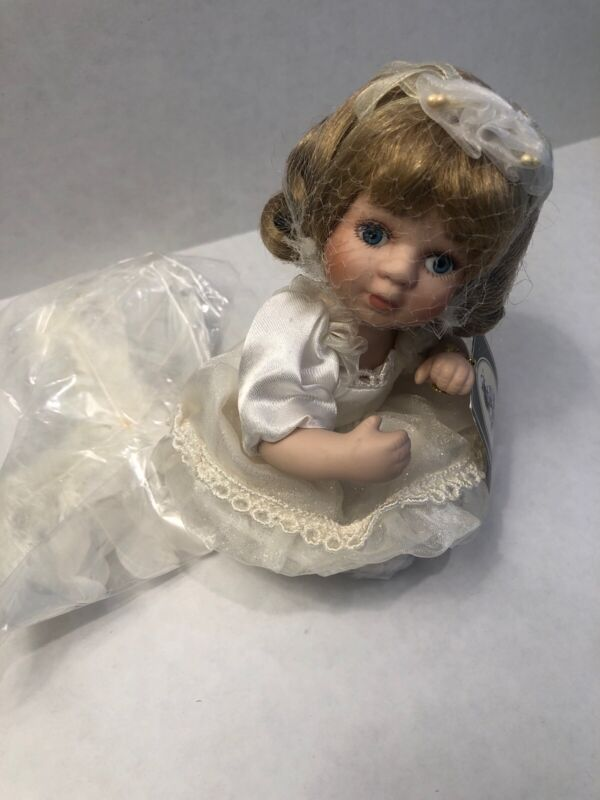 Geppeddo ANGEL DOLL w/attachable wings Item #08B263 Porcelain