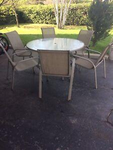 Ensemble table et chaise exterieur