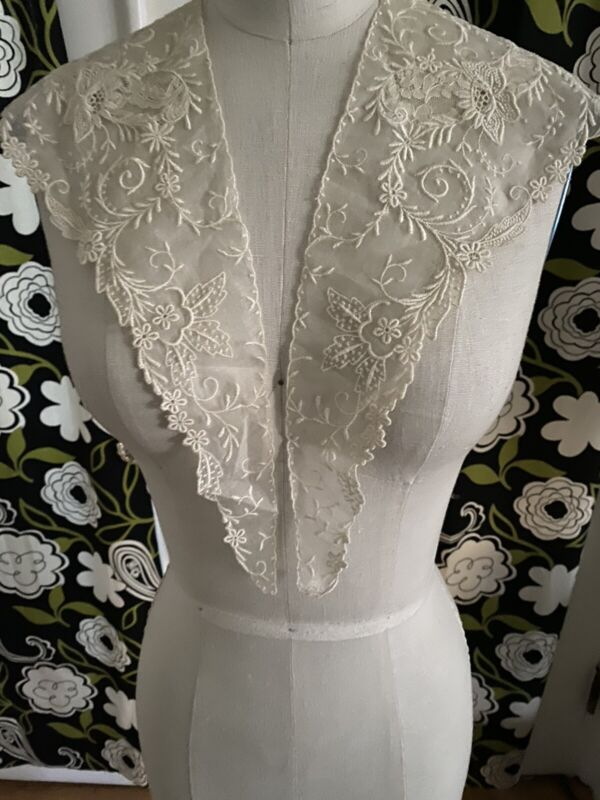 Gorgeous Antique French Lace Cream Batise 2 Piece Pointed Collar 1900's