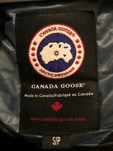 Authentic Canada Goose Women's light weight jacket blue small!