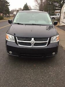 Dodge Grand Caravan 2010 SXT ***** STOW AND GO