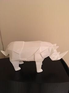 Rhino origami table piece