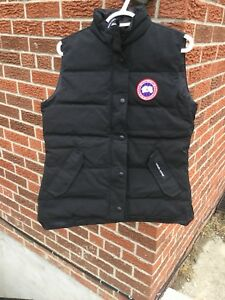Medium brand new condition Canada goose woman vest