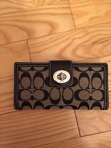 Authentic Coach purse and matching wallet  London Ontario image 5