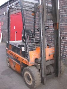 FORK  LIFT  TRUCK  2500  Kg .  YARD  TRUCK  WITH  CONTAINER  TYPE  MAST -