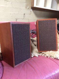 Roller bookshelf speakers