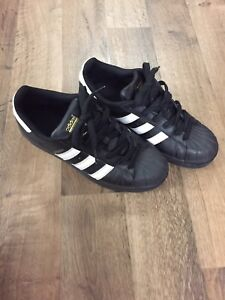 Adidas superstar shoes (size: 6.5)