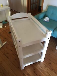 Baby change table Fennell Bay Lake Macquarie Area Preview