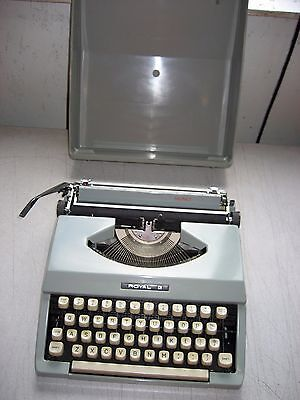 Refurbished Royal Signet Portable Manual Typewriter 9 Carriage Case Warranty
