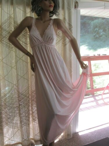 """VTG. OLGA """"QUEEN OF LINGERIE NYLON & LACE BACKLESS NIGHTGOWN STYLE 92337  SZ-S"""