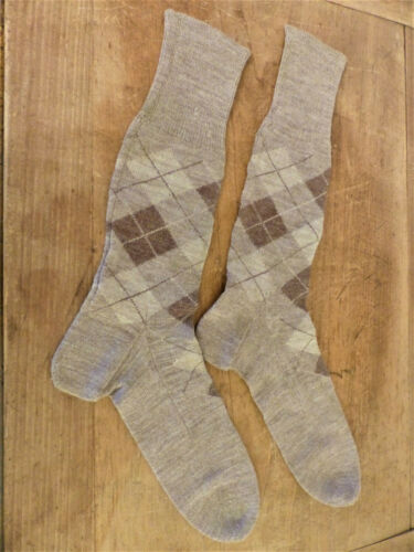 Antique 1920s Tan PLAID Brown WOOL HANDKNIT Argyle SOCKS MENS Peg Rack FARM