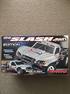 Traxxas Slash 4WD 1/16 Short Course Racing RC Car