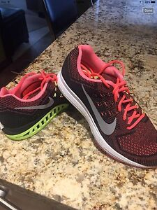 NEW NIKE RUNNERS
