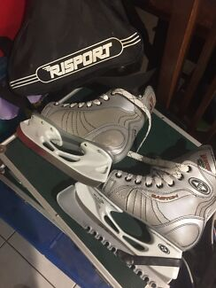 Size 3 risport magnum ice skating shoes in carry bag