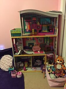 Girls dollhouse