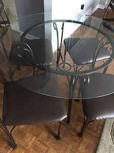 """Kitchen Table and 4 Chairs  45"""" diameter"""