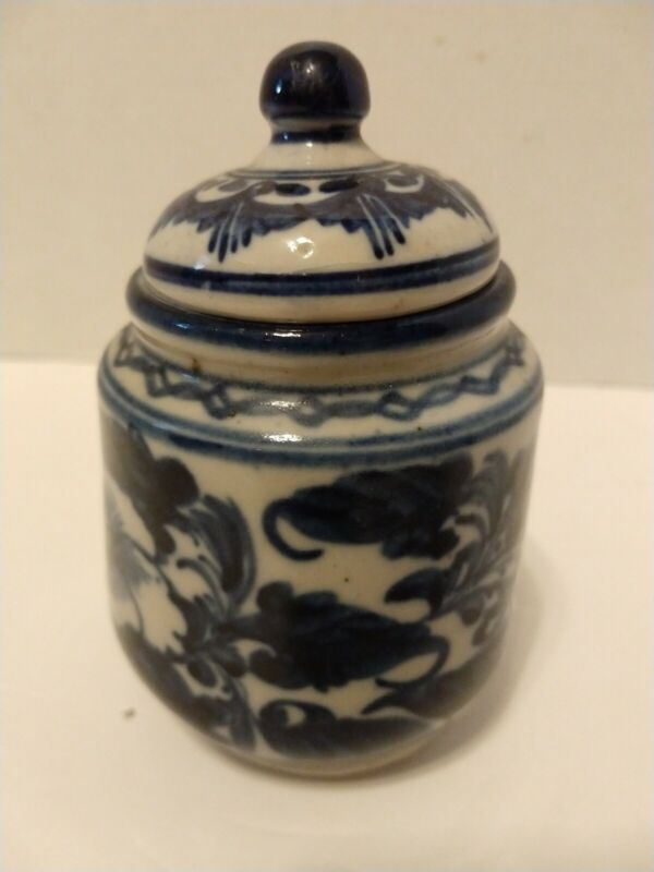 """Vintage Chinese Blue and White Pottery Tea Caddy Ginger Jar Painted Glazed 5"""""""