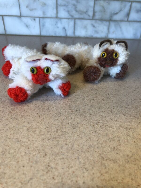 2 VINTAGE YARN Cats Kittens Preowned