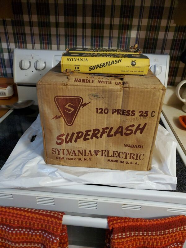 VINTAGE SYLVANIA SUPERFLASH 25C  FLASHBULBS  2 CASE