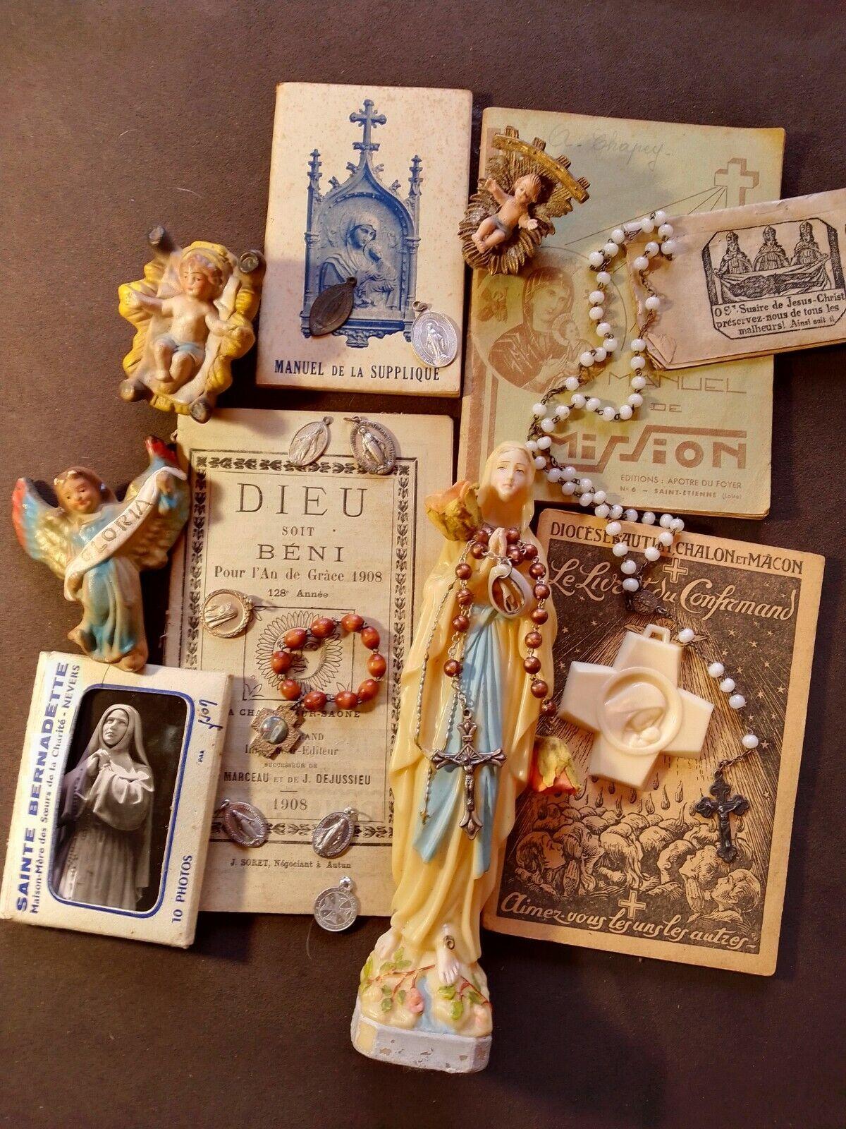 Lot d'objets religieux,religion,santons, médailles, chapelet,catechisme,livres